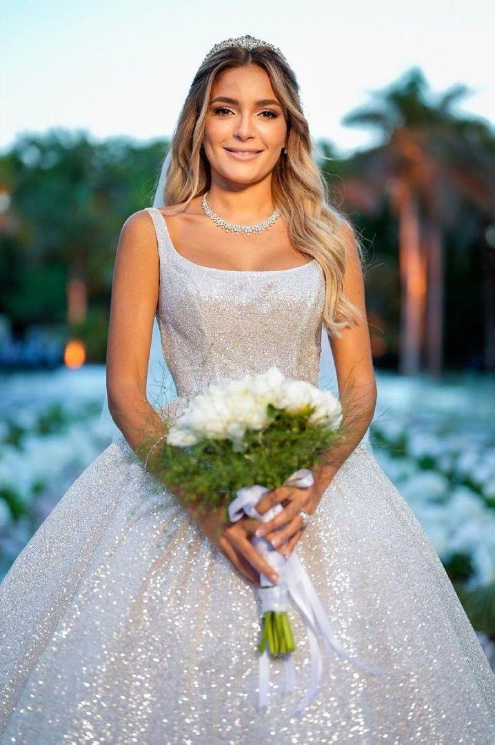 إطلالة كاميليا الدفراوى في حفل زفافها