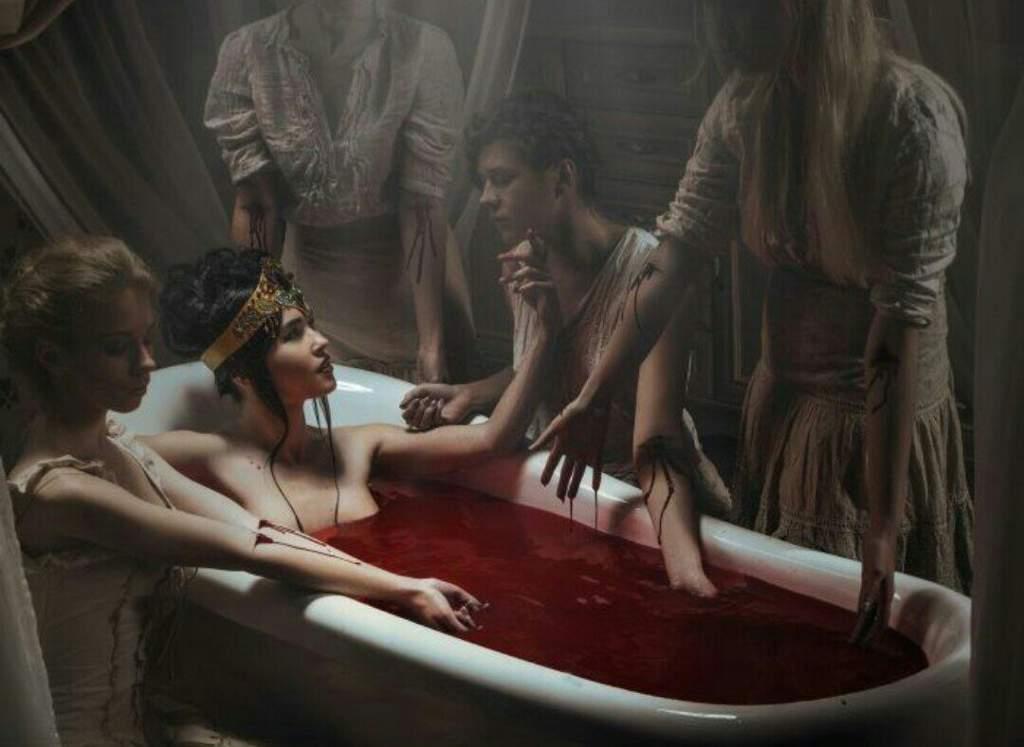 متعة كونتيسة الدم في التعذيب