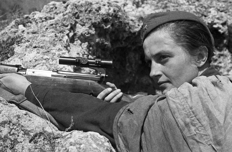 قصة القناصة لودميلا بافيلتشينكو : قناصة شابة أنهت حياة 309 نازيين ألمانيين في الحرب العالمية الثانية
