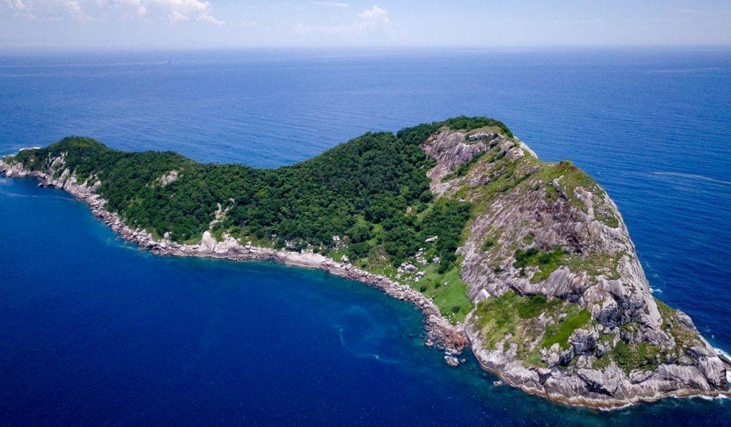 """أخطر جزيرة في العالم : جزيرة"""" إيلا دي كيمادا جراندي """" والمشهورة بأنّها جزيرة الأفاعي أو جزيرة الثعابين"""