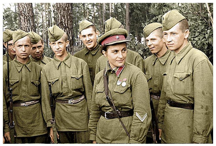 القناصة لودميلا بافلوتشينكو قبل الحرب