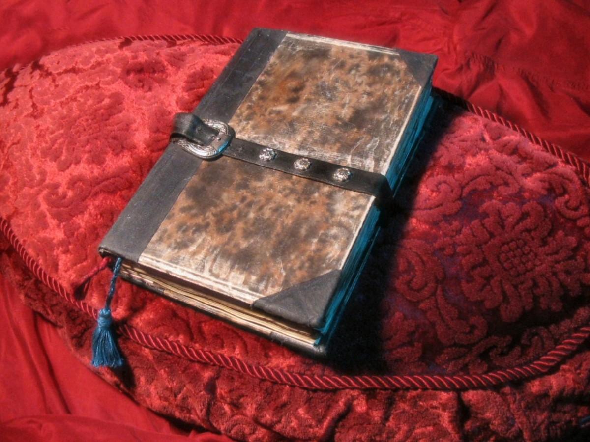 كتاب الموتى العزيف