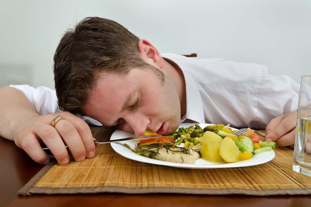 أخطر 7 أطعمة تسبب الخمول و انخفاض مستوى الطاقة