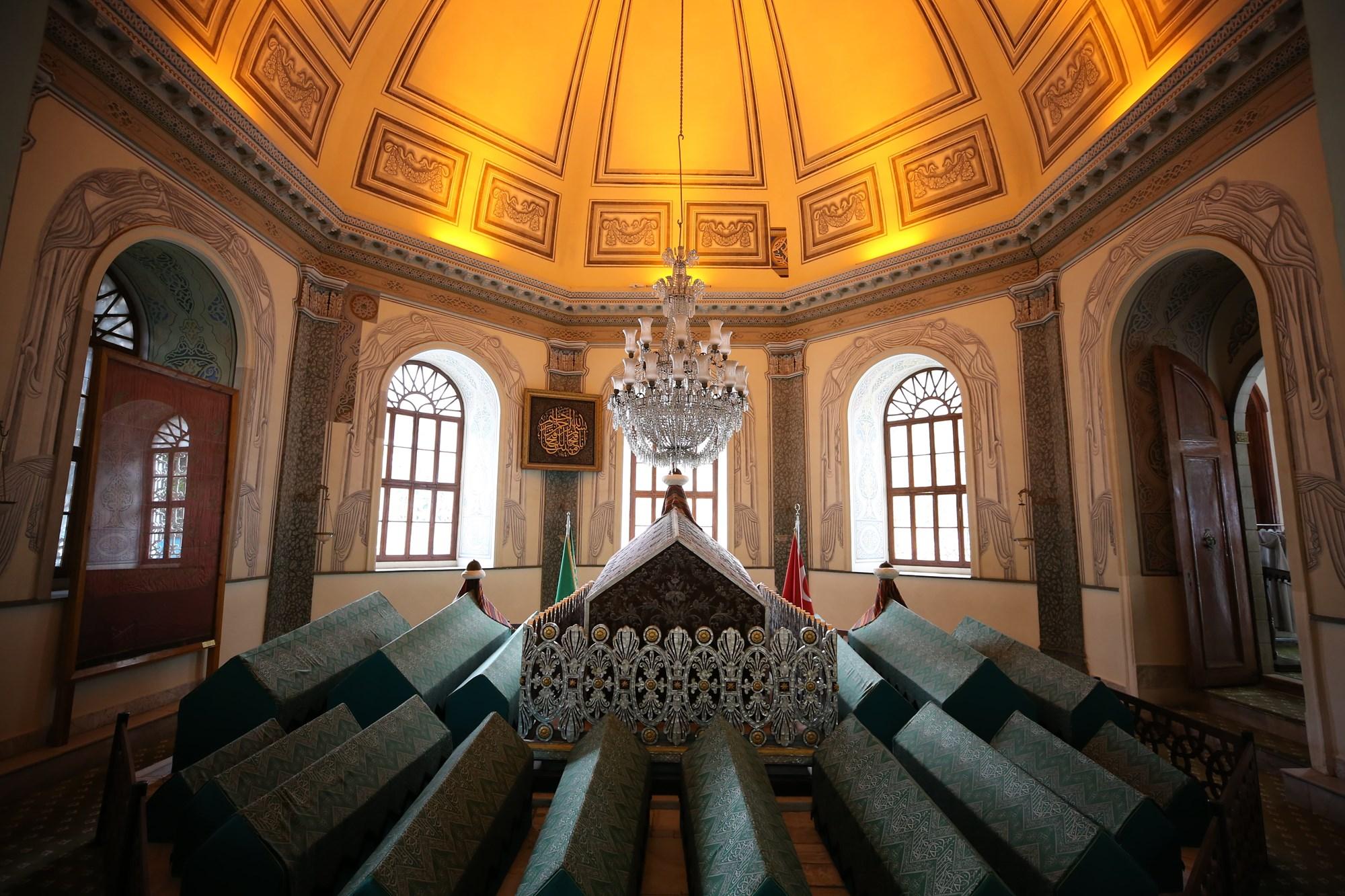 وفاة السلطان عثمان الأول بن أرطغرل - ضريح السلطان عثمان الأول بن أرطغرل