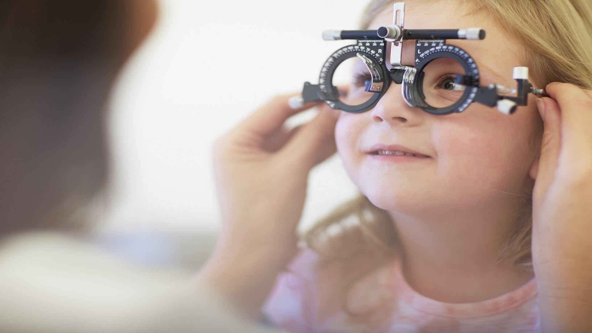 علاج إعتام عدسة العين عند الأطفال