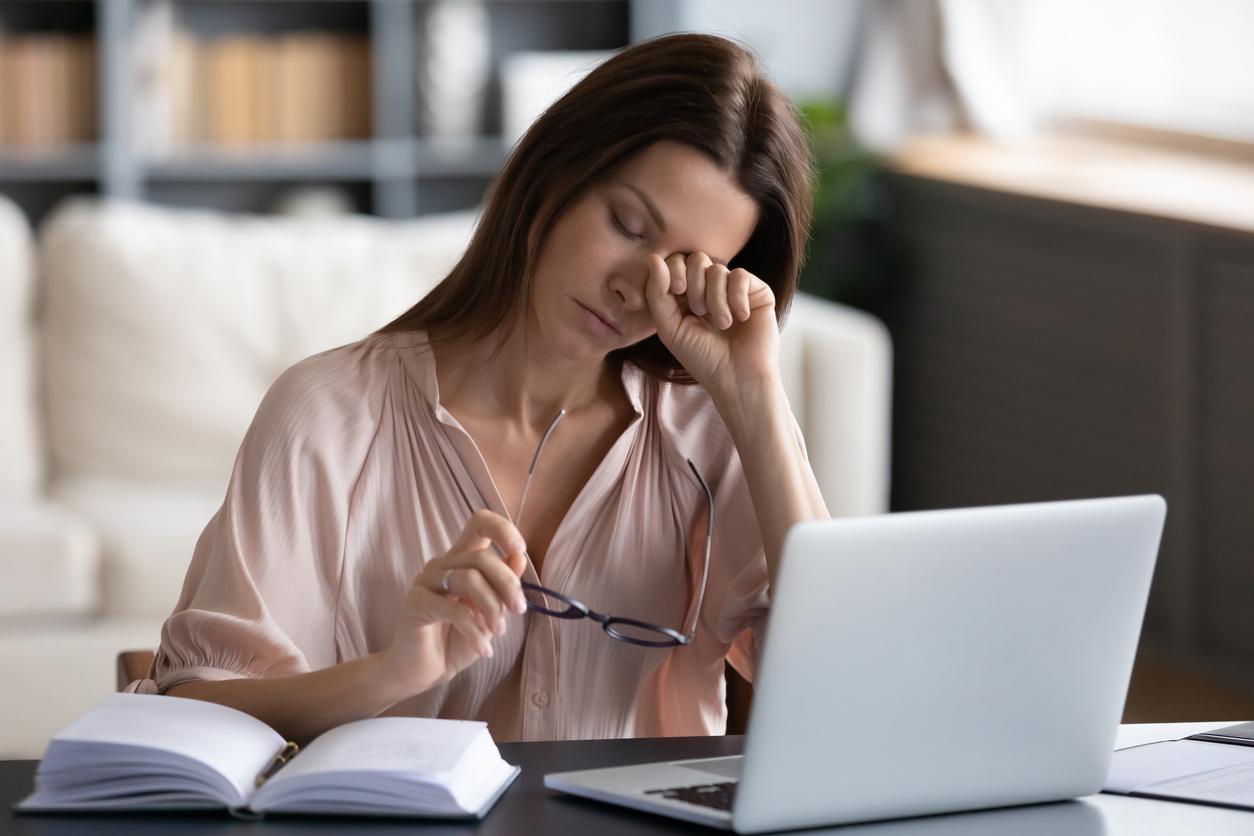 أعراض الدورة الشهرية العاطفية