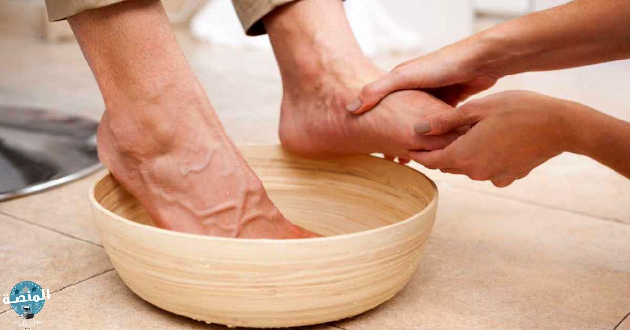 اغسل وجفف قدميك يوميًا